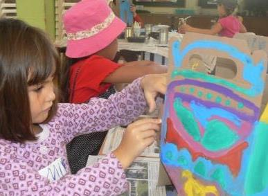 Painting a nature's treasure box during the holiday art programme